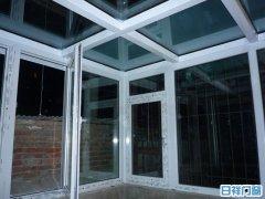 望京南湖渠三巷一楼小院钢化玻璃顶阳光房