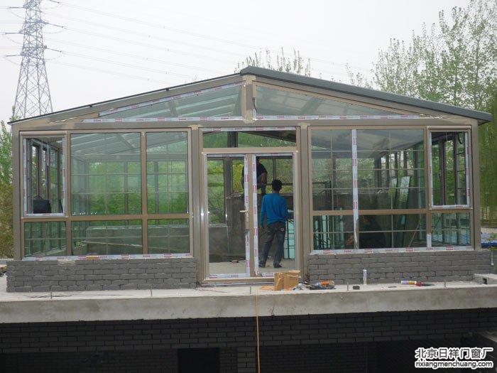 通州运通花园断桥铝门窗窗户阳光房半钢化玻璃顶半彩钢板顶