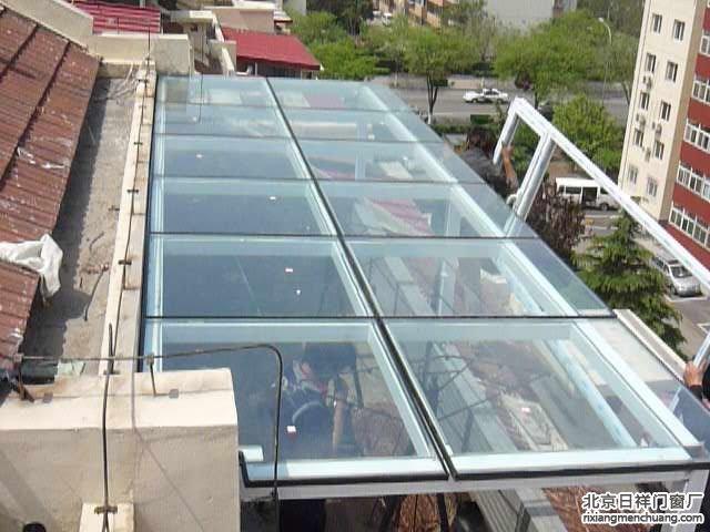丰台草桥东路小区断桥铝窗玻璃阳光房钢化玻璃顶封露台