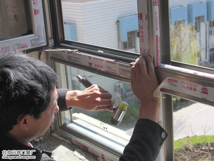 海淀上地菊花盛苑小区换门窗70断桥铝门窗安装