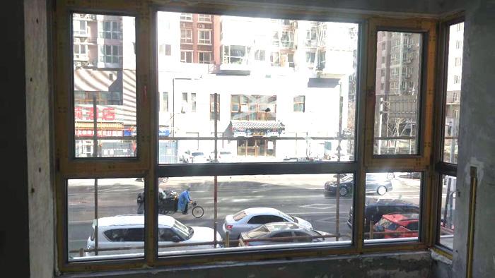 海淀太平路忠旺断桥铝60系列香槟色门窗安装封阳台