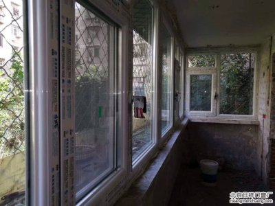 房山周口店新街断桥铝门窗安装封阳台换断桥铝窗